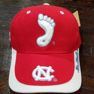 Carolina tar heels hat red